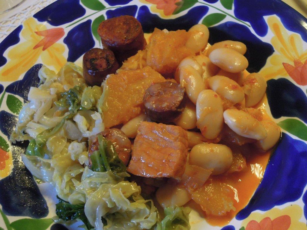 feijoada Feijoada branca com lombo de porco e pimentão, um prato bem condimentado feijoada