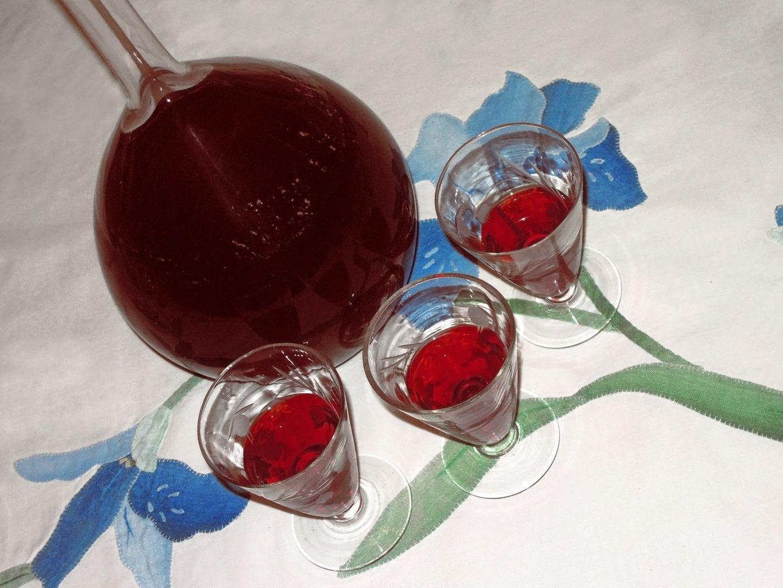 licor de morango Licor de morango com um truque muito peculiar LicorMorango11