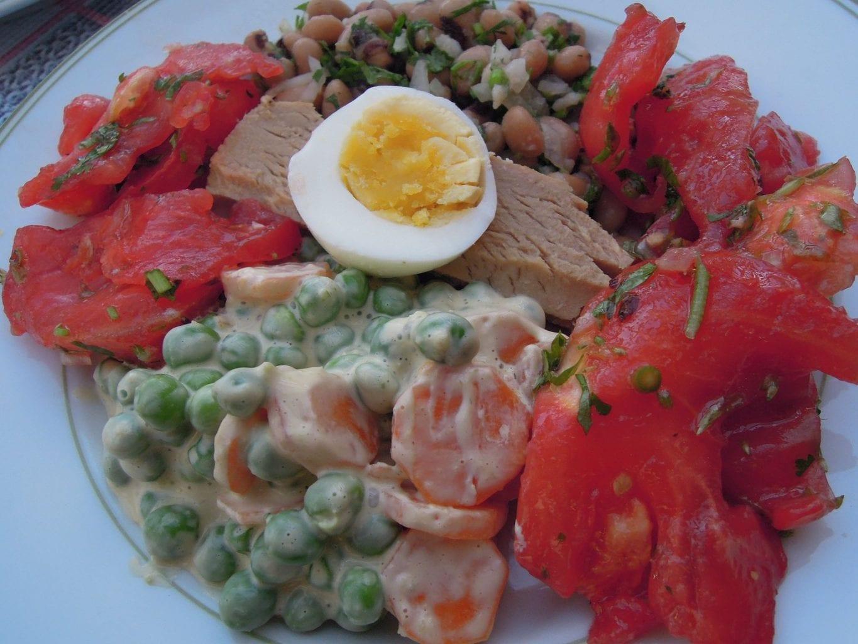 atum com tomate, ervilhas - Atum com tomate, ervilhas e feijão frade