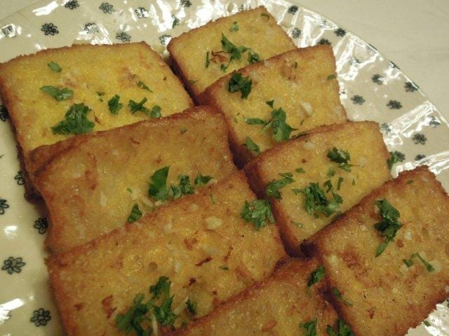 Torradinhas de Pão Frito com Coentros e Alho