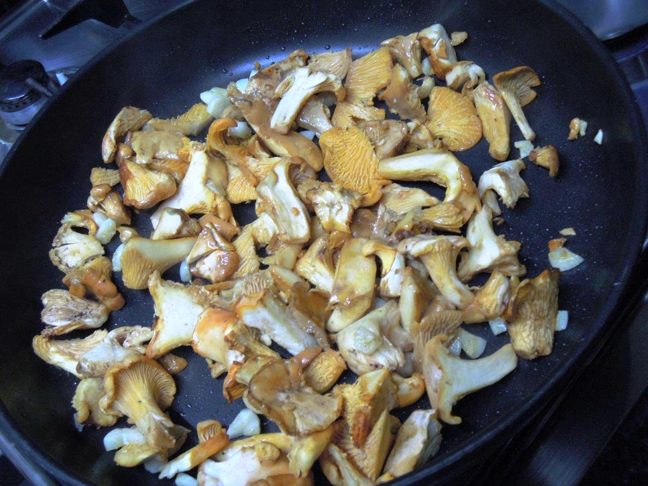 Caril de Cogumelos, cogumelos na frigideira - Grafe e Faca