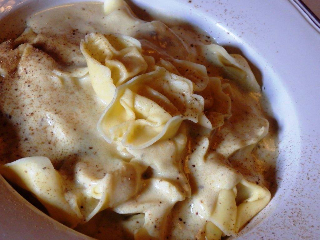 tortellonis de 4 queijos com molho de boletus Tortellonis de 4 queijos com molho de Boletus P4190051