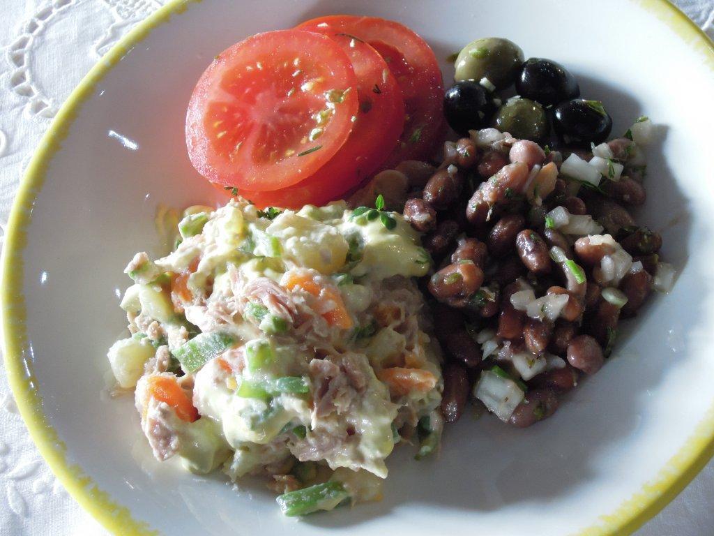 Salada Russa de Atum com maionese de Manjerico empratada