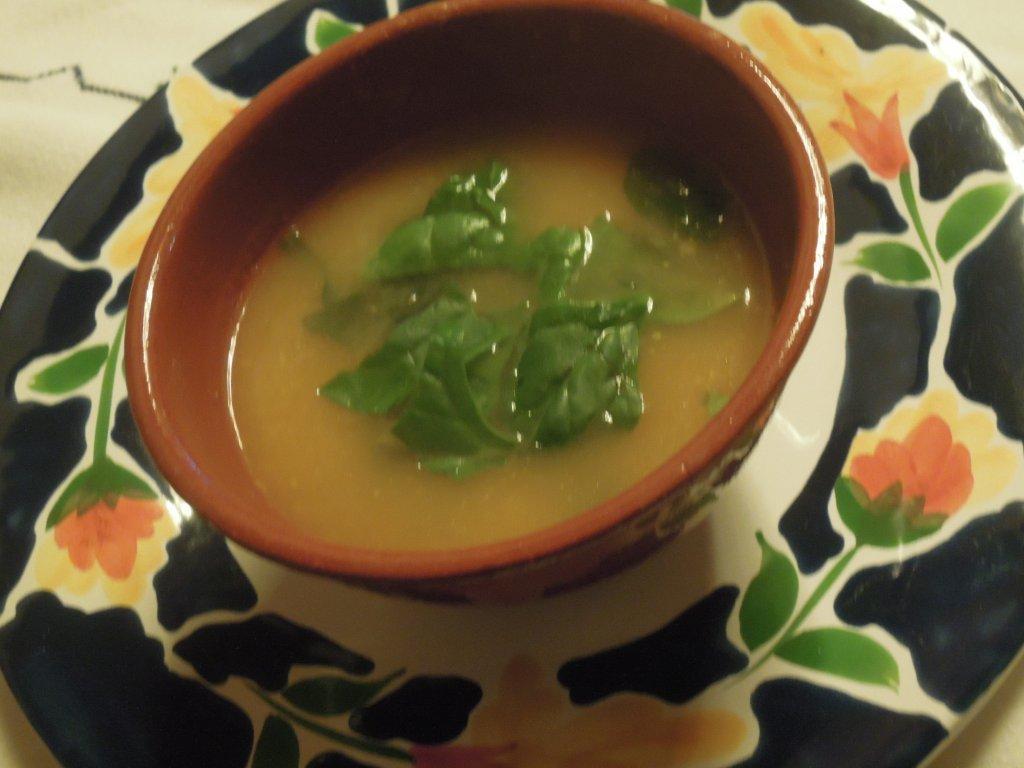 sopa de xuxus e abóbora com espinafres Sopa de xuxus e abóbora com espinafres Grafe e Faca Sopa de chuchus e ab  bara com espinafres