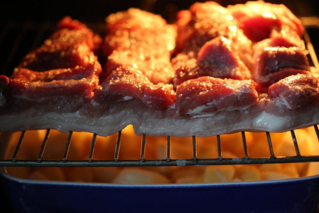 Batatas no forno com entrecosto