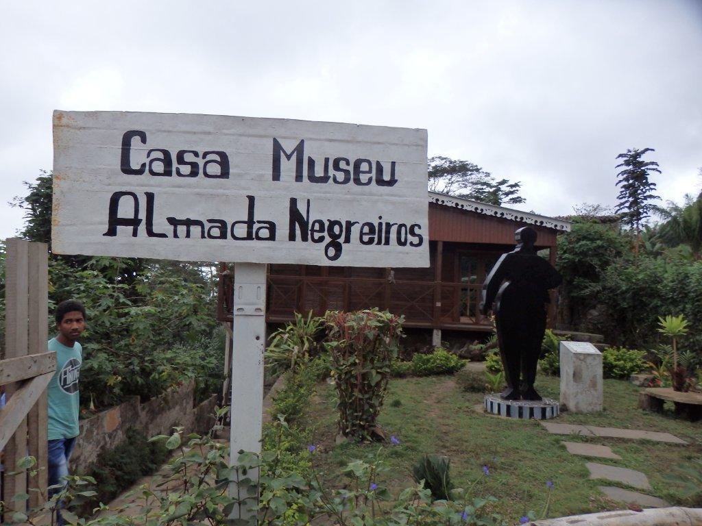 centro cultural almada negreiros Restaurante Centro Cultural Almada Negreiros em S. Tomé P9180102