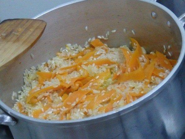 Arroz de cenoura com coentros