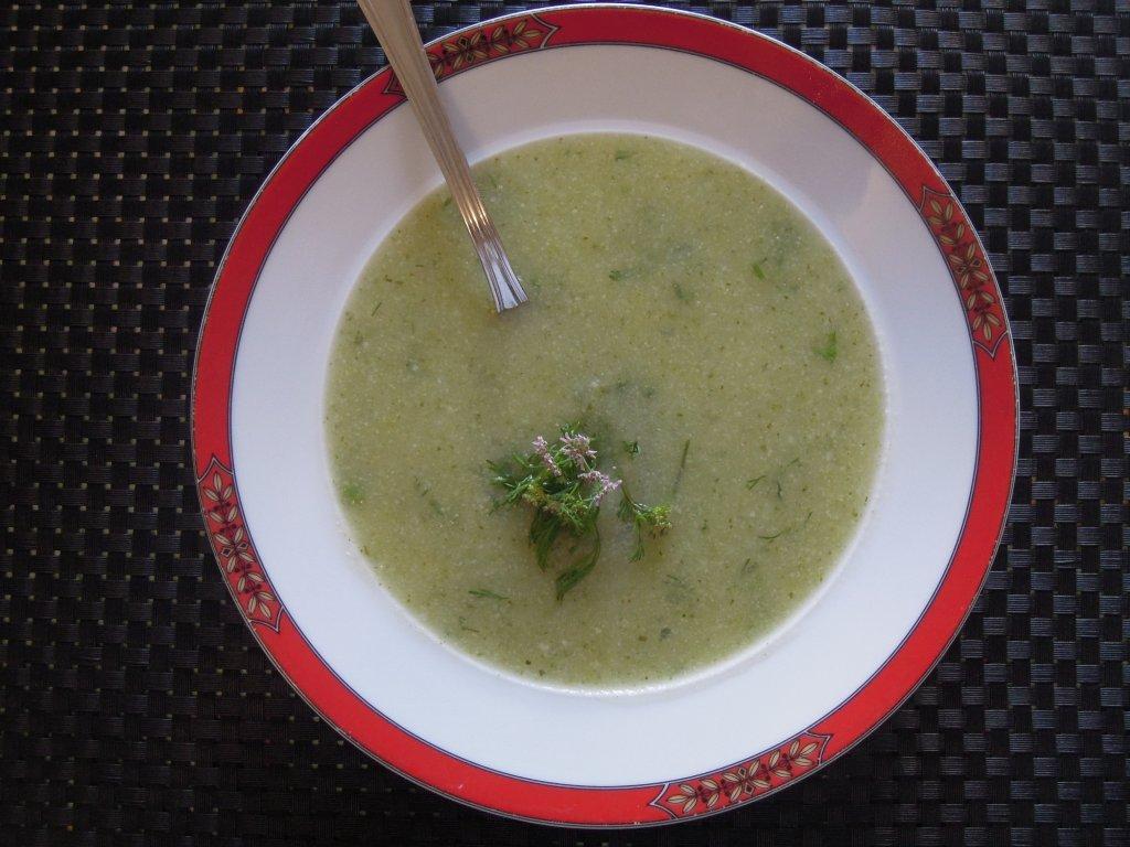 Sopa de couve-flor com coentros