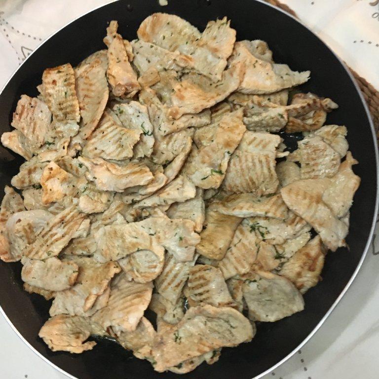 Bifes de Frango Grelhados com Molho de Manteiga