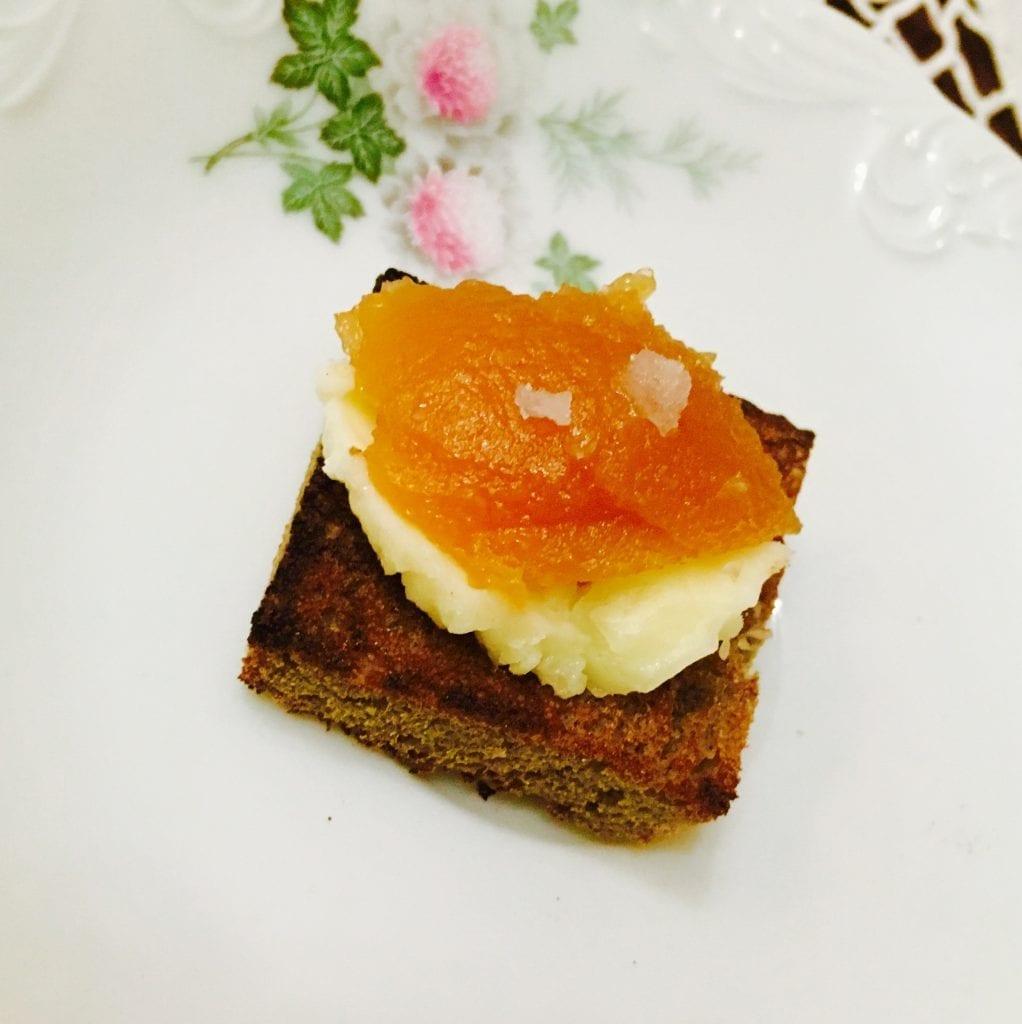Tosta de Centeio com Manteiga e Marmelada