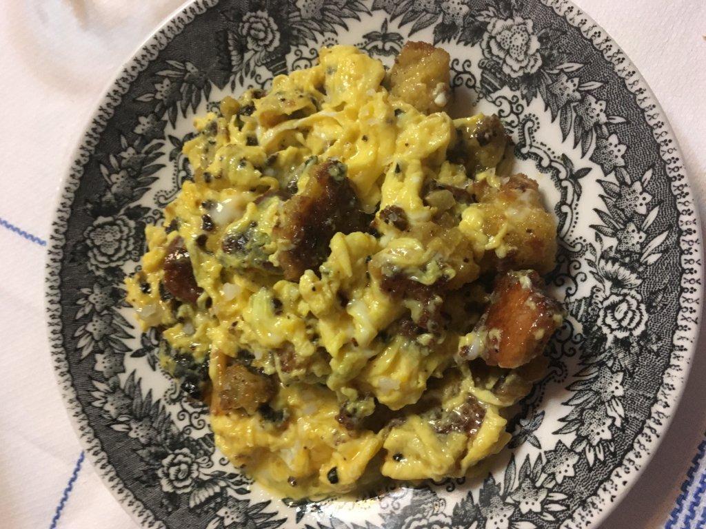 4 ovos mexidos com broa e piripiri Ovos Mexidos com Broa e Piripiri 411