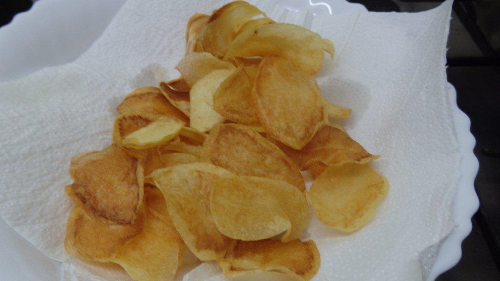 Batatas fritas (chips) bem fininhas