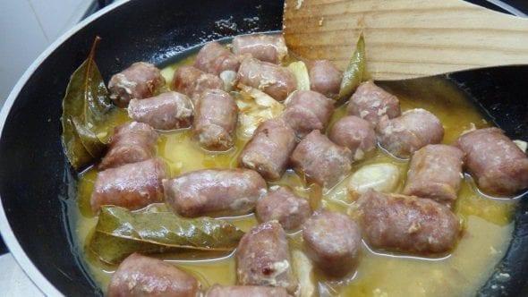 Salsichas Frescas com Molho de Mostarda e Soja