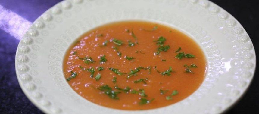 Creme de tomate com batata e salsa