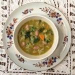 Sopa de Feijão de Debulhar com Lombarda e Coentros