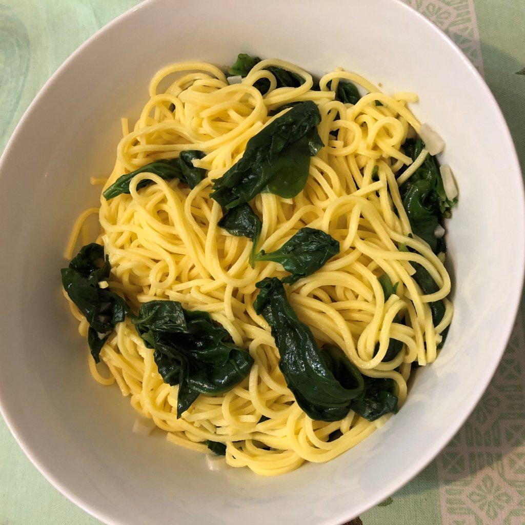 Esparguete fresco com espinafres