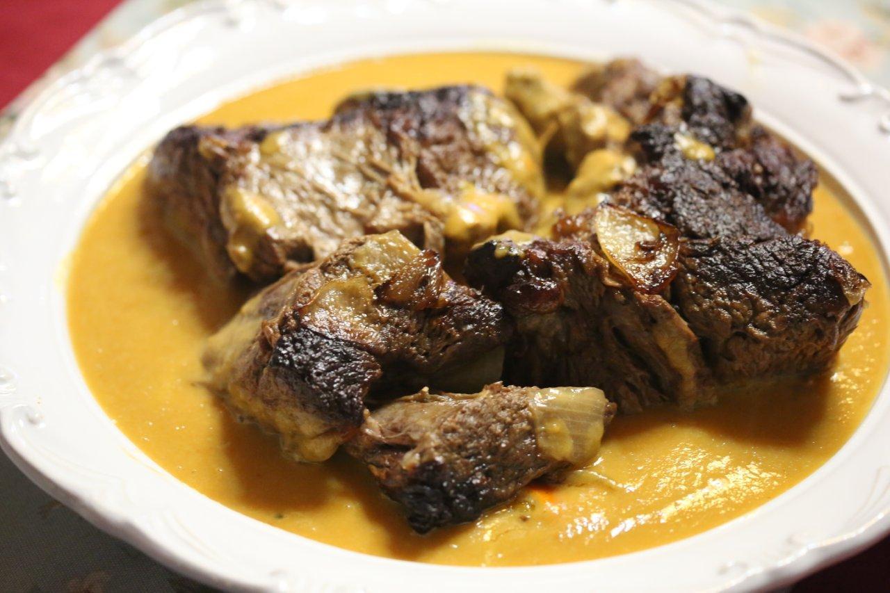 Carne de vaca do acem assada no forno