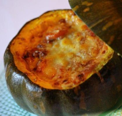 Feijoada na abóbora gratinada com queijo da ilha