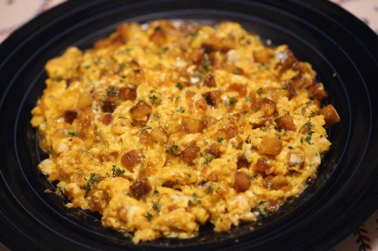 Ovos Mexidos com Pão de Milho, Farinheira e Tomilho ovos mexidos com pão de milho, farinheira e tomilho - Ovos Mexidos com Pão de Milho, Farinheira e Tomilho