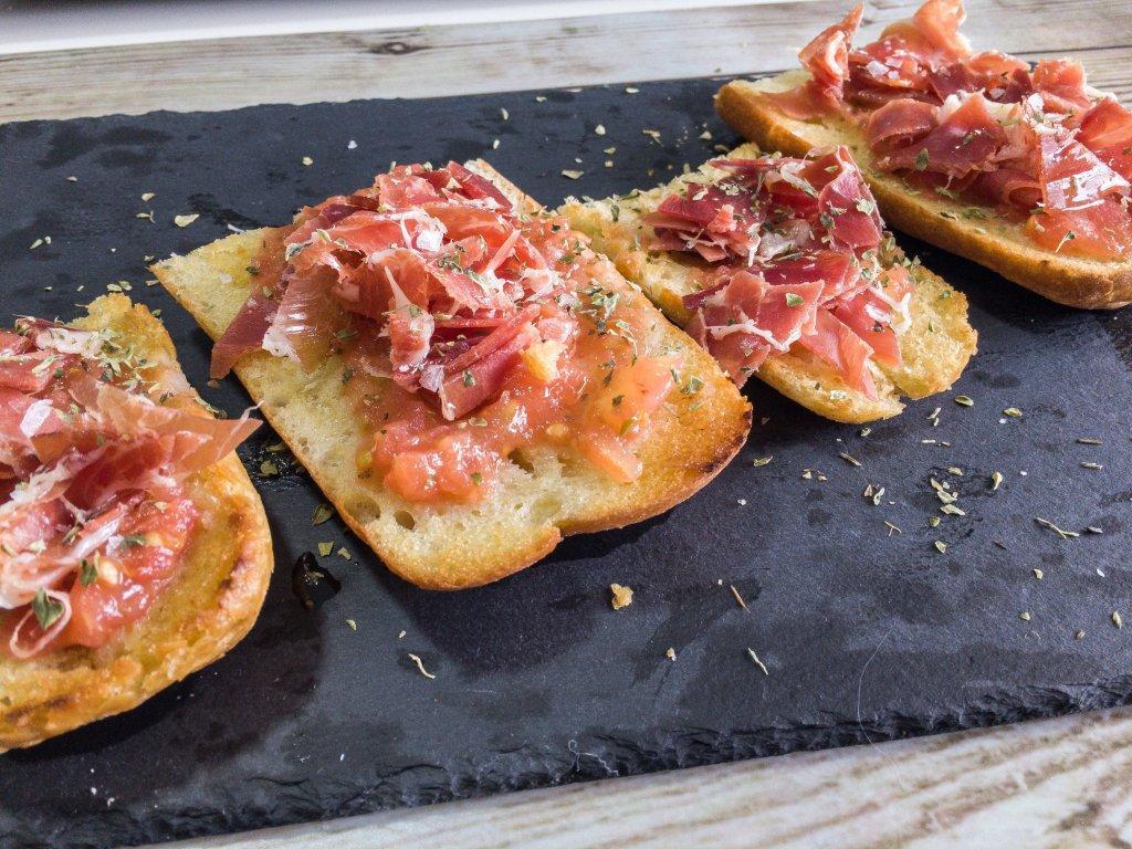 Pan con tomate pan con tomate Pan Amb Tomàquet, Pan Tumaca ou Pan con Tomate shutterstock 1062336746