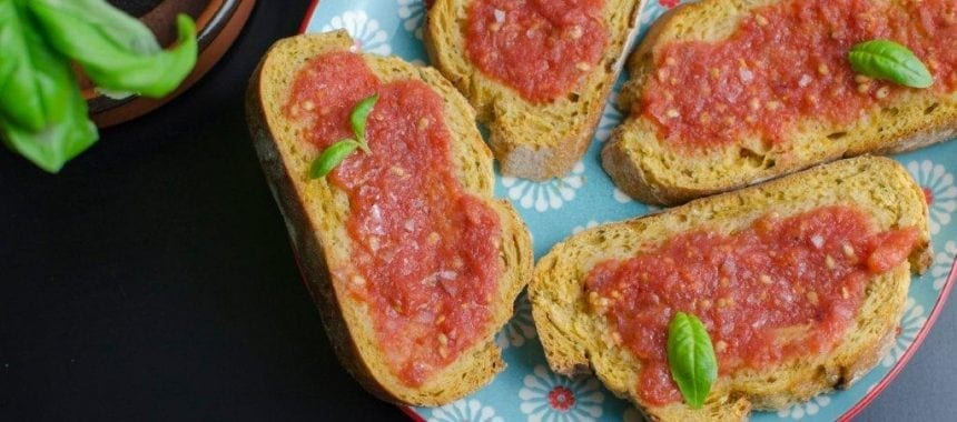 Pan Amb Tomàquet, Pan Tumaca ou Pan con Tomate
