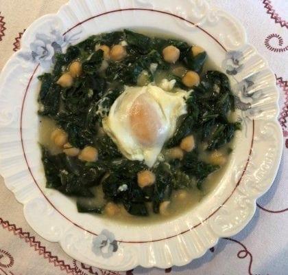 Espinafres com grão e ovos espinafres com grão e ovos escalfados - Espinafres com Grão e Ovos Escalfados