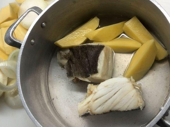 Bacalhau e Batatas Cozidos no Azeite_grafe_e_faca