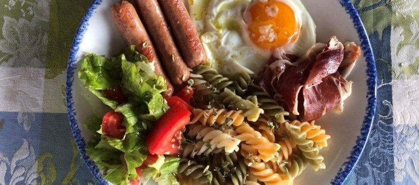 Salsichas com Ovo Estrelado: Uma versão diferente
