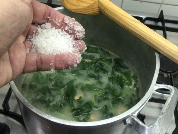 Sopa de Couve nabo com feijao_grafe_e_faca