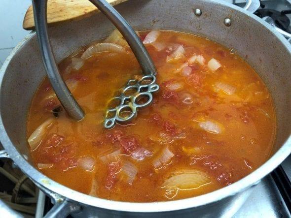 Sopa de Tomate com Cebola e Ovo Escalfado