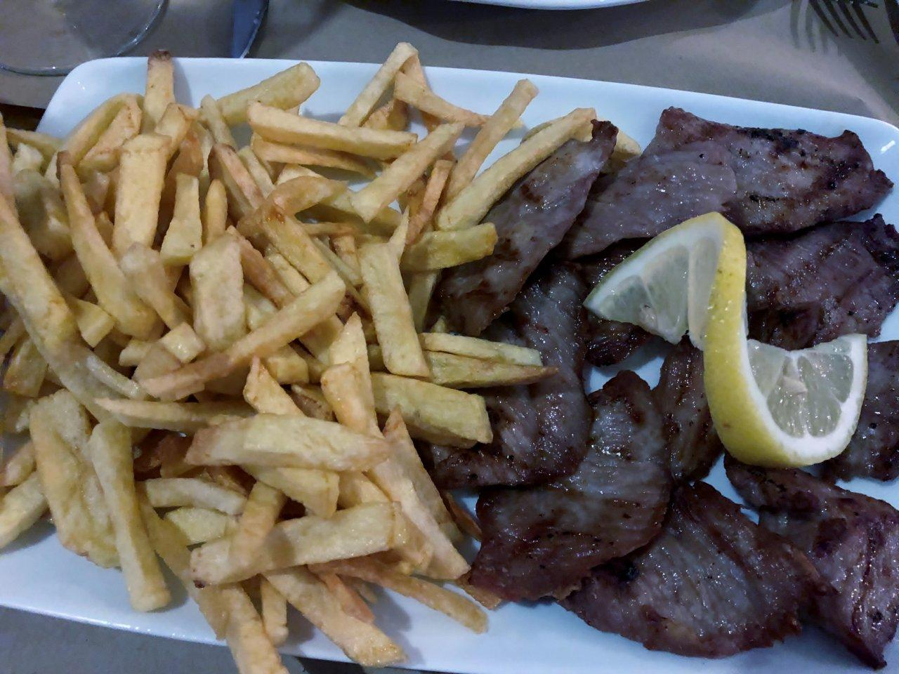 Restaurante porco preto e tinto
