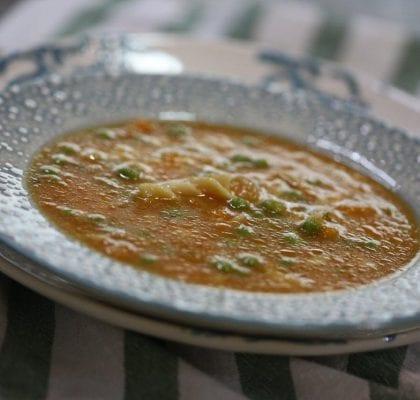 sopa de abobora com massa e ervilhas - Sopa de abóbora com massa e ervilhas