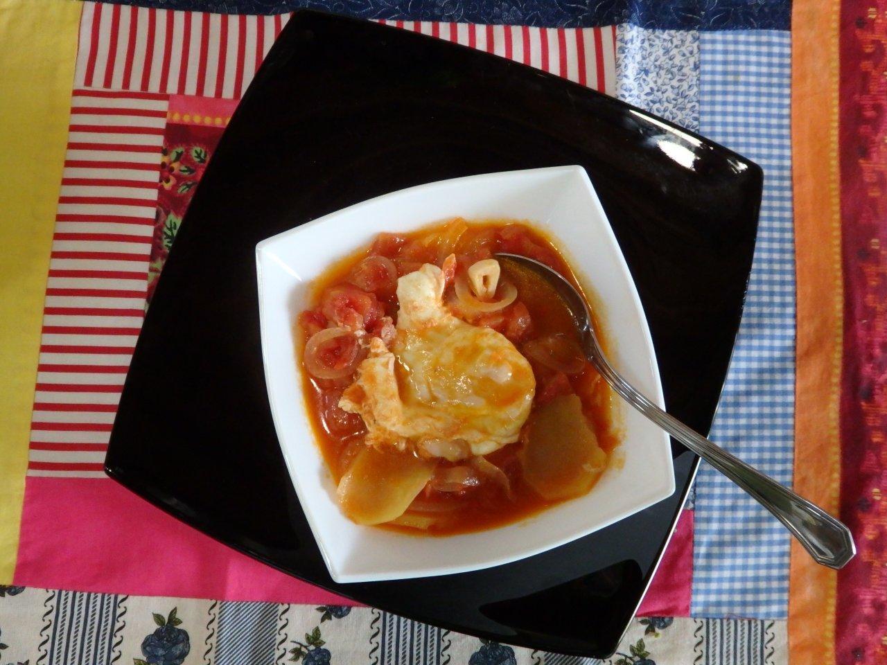 Sopa de tomate com batata