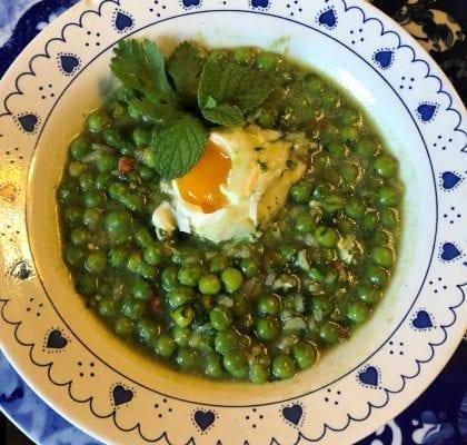 ervilhas cozidas com ovos escalfados - Ervilhas Cozidas com Ovos Escalfados