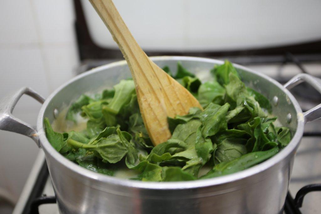 Sopa de Grão com Cotovelinhos e Espinafres sopa de grão com cotovelinhos e espinafres Sopa de Grão com Cotovelinhos e Espinafres grafe e faca sopa grao massa espinafres 12