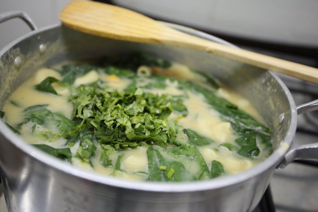 Sopa de Grão com Cotovelinhos e Espinafres sopa de grão com cotovelinhos e espinafres Sopa de Grão com Cotovelinhos e Espinafres grafe e faca sopa grao massa espinafres 14