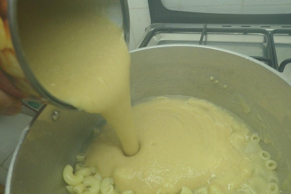 Sopa de Grão com Cotovelinhos e Espinafres sopa de grão com cotovelinhos e espinafres Sopa de Grão com Cotovelinhos e Espinafres grafe e faca sopa grao massa espinafres 4
