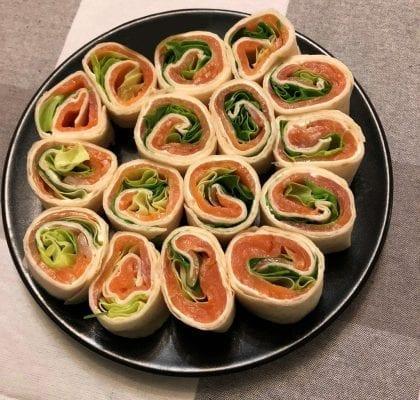 sushi de trigo com salmão Sushi de Trigo com Salmão RolinhosSalmao 420x400