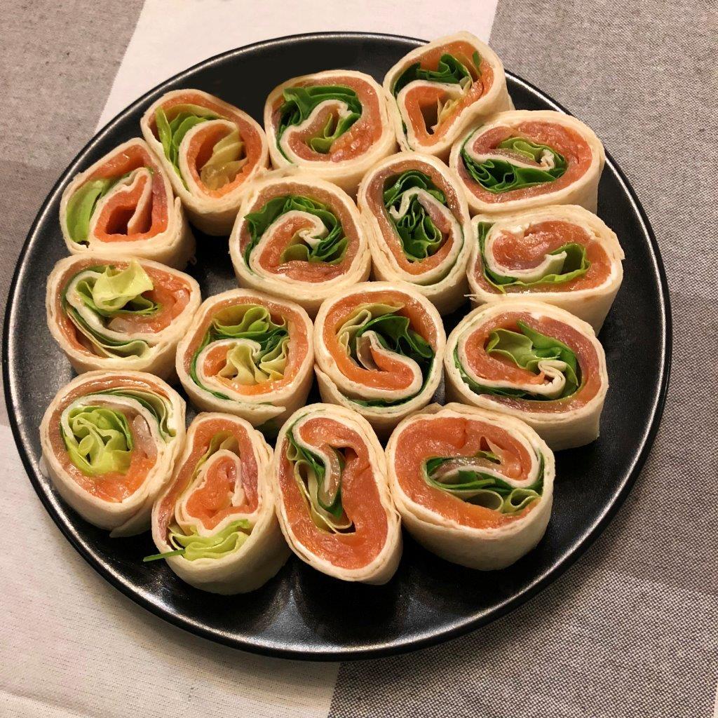 Sushi de Trigo com Salmão sushi de trigo com salmão Sushi de Trigo com Salmão RolinhosSalmao