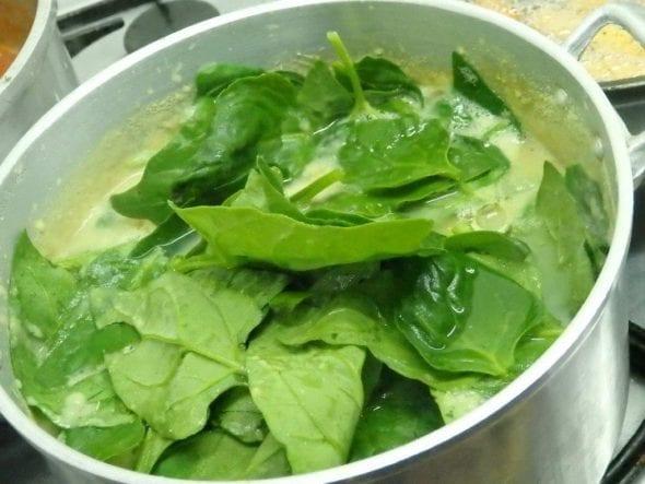 sopa Sopa em Creme de Chícharos com Espinafres grafe e faca sopa chicharos espinafres 4 590x443