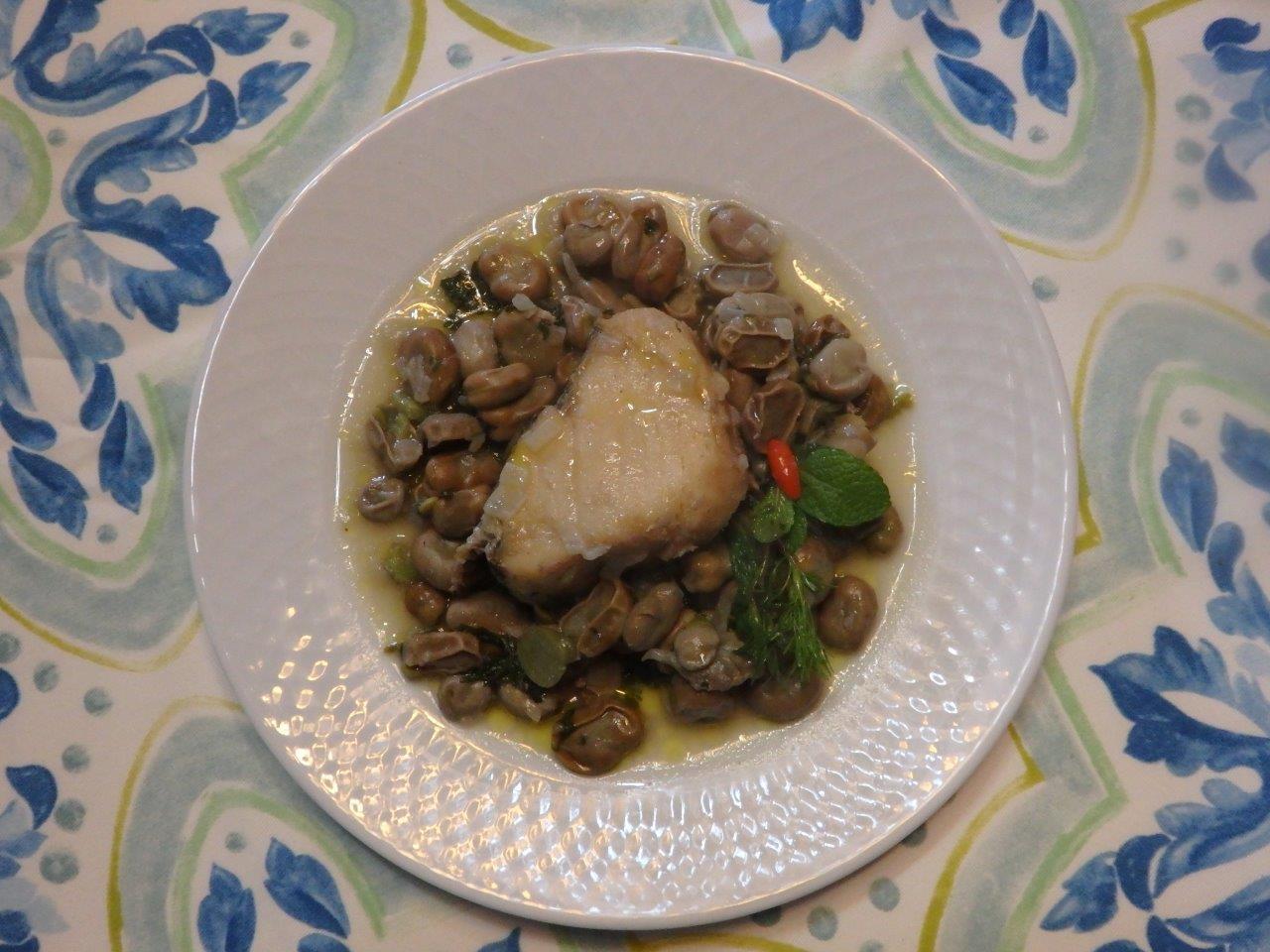 Favas Guizadas com bacalhau