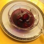 Maçãs cozidas em vinho tinto