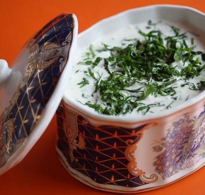 """molho de iogurte com alho e natas """"tuzluk"""" Molho de Iogurte com Alho e Natas """"Tuzluk"""" Molho de Iogurte Russo fb 420x400"""