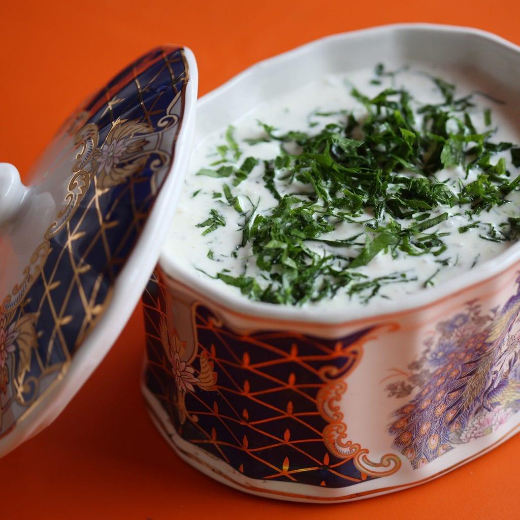 """molho de iogurte com alho e natas """"tuzluk"""" Molho de Iogurte com Alho e Natas """"Tuzluk"""" Molho de Iogurte Russo fb"""