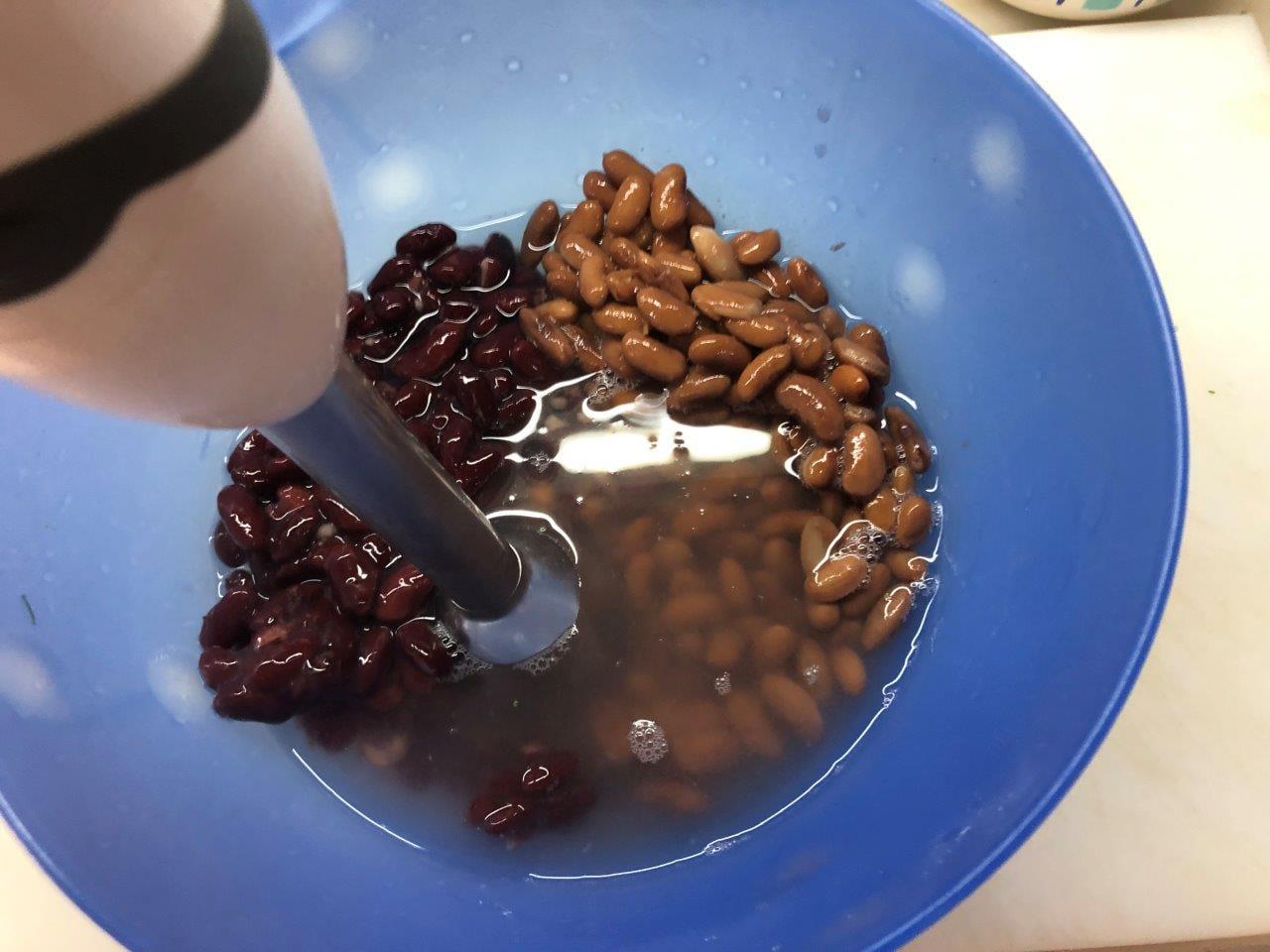 Sopa de dois Feijões com Coentros