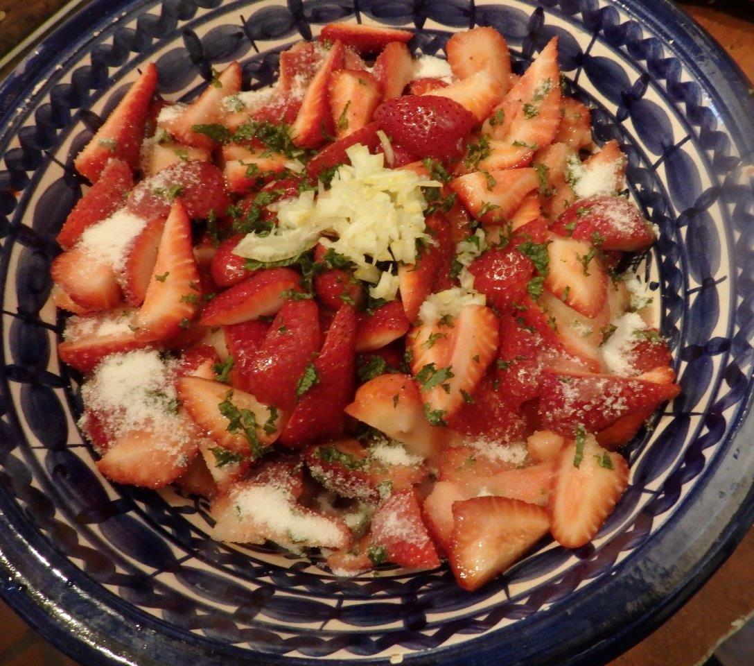 salada de morangos com hortelã e limão Salada de Morangos com Hortelã e Limão Salada Morangos Hortela Limao