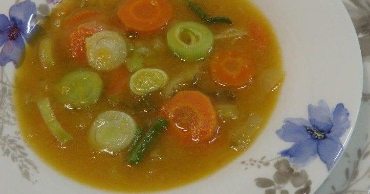 Sopa Cremosa de Alho Porro / Francês