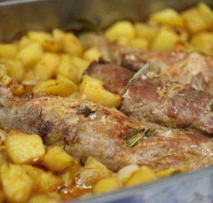 lombinhos de porco assado no forno com batatas Lombinhos de porco assado no forno com batatas Lombinhos de porco assado no forno com batatas 7 420x400