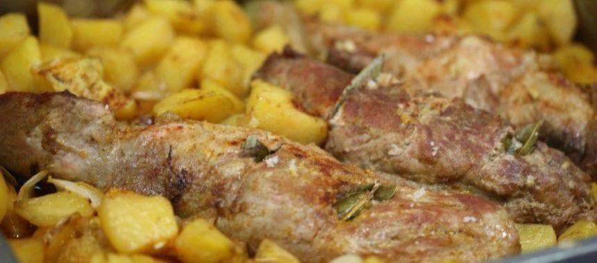 Lombinhos de porco assado no forno com batatas