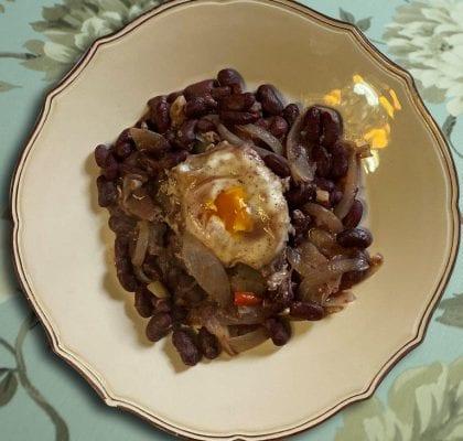 Feijoada de alecrim com ovo escalfado Feijoada de alecrim com ovo escalfado 15 1 420x400